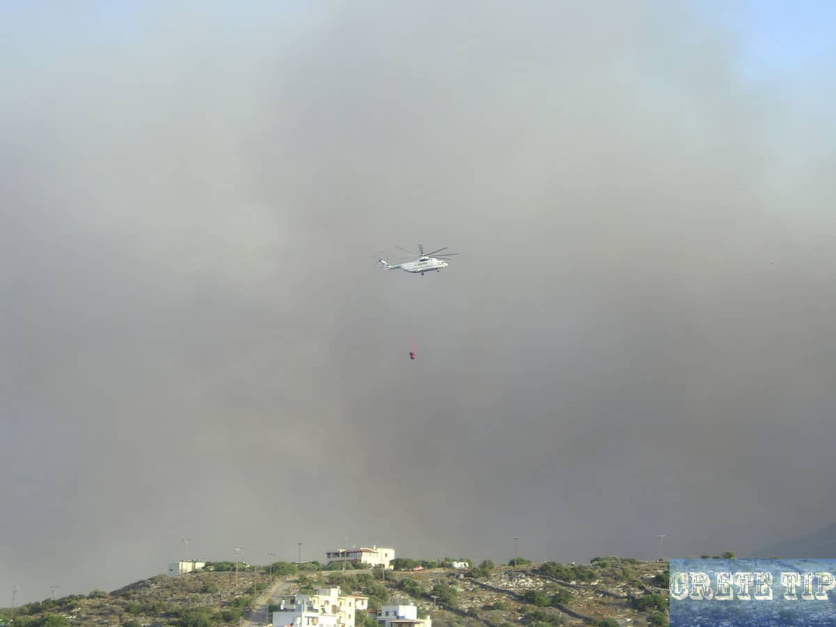 Firefighting helicopters for firefighting in Crete.