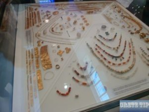 Gold jewellery from the Neolithic.