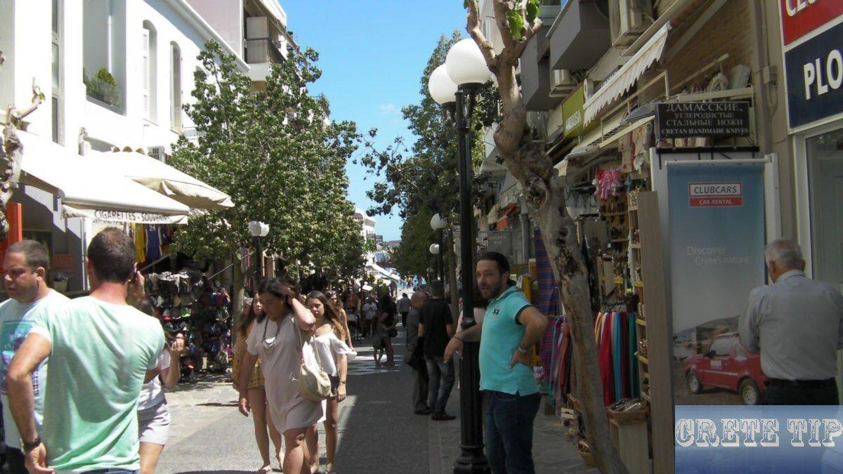Pedestrian shopping street in Agios Nikolaos